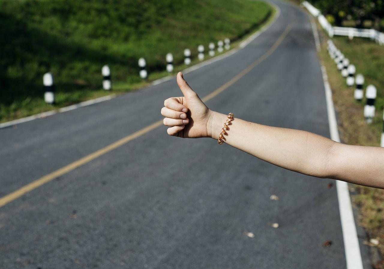 Cómo hacer autostop en España de forma segura para viajar