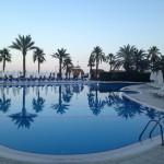 pool-944908_640